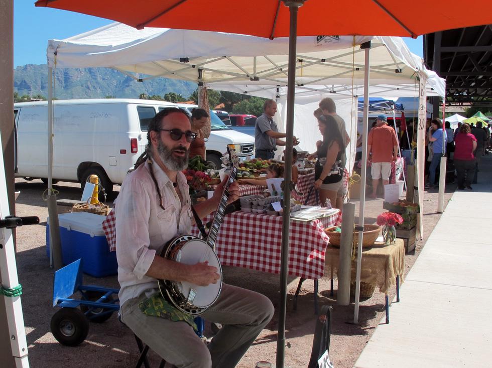 heirloom-farmers-market-tucson-banjo-player